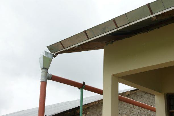 2008 Nieuwe goten en aansluiting naar watertank Menzamwenye secondary
