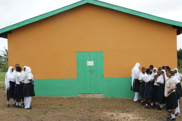 2011 Splinternieuwe slaapzaal Menzamwenye secondary