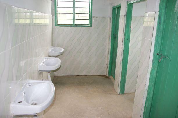 2011 Toiletgedeelte slaapzaal Menzamwenye secondary