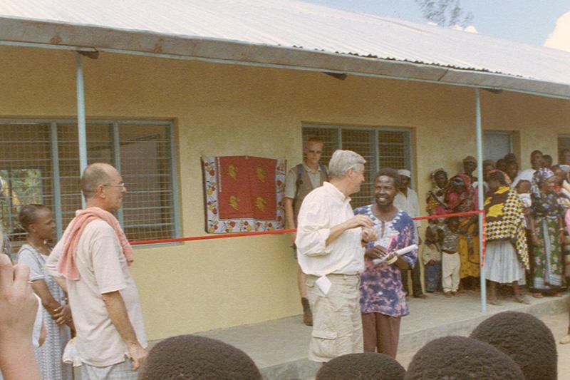 2001 Opening klaslokalen Mahuruni
