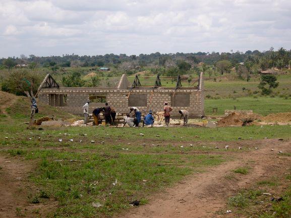 2008 Bouw schoollokalen Menzamwenye secondary